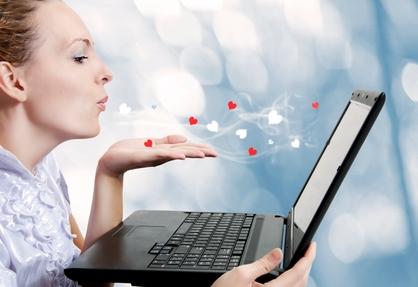 conectarse a la red, tecnología, nuevas tecnologias, áreas de trabajo, internet, pareja, salud, anonimato, mujeres guapas, faltade compromiso, facil comunicación, libertad, monitor a la realidad, tips, fantasía, relación platónica, romances por internet,