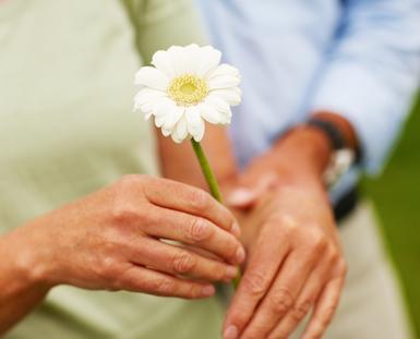 temblor, lentitud, enfermedad de Parkinson, evaluación neurológica,  temblor en alguna mano o pierna, alteraciones del equilibrio o torpeza al caminar, comer, vestirse, Día Mundial del Parkinson,  11 de abril,