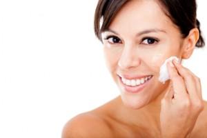 piel de la cara, salud de la piel, prevención, factores externos que agreden la piel, dermatitis, cremas hidratantes,