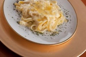 Fettuccine en salsa de queso Suizo de California, ingredientes, porciones, modo de preparación, alimentación saludable, recetas,