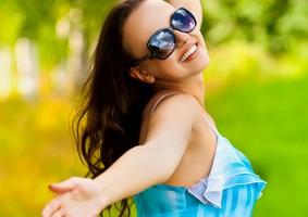 busqueda del equilibrio, adaptación, satisfacción, búsqueda de la supervivencia, convivir con otras personas, factores biológicos, factores sociale, factores psicologicos, felicidad, estado de ánimo,