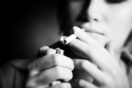 Resultado de imagen para fumando mujer
