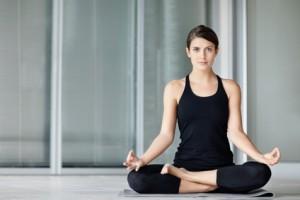 relajación, calma, bienestar, equilibrio, bienestar emocional, cumplimientos personales,sociales, reducir la ansiedad,posturas de yoga, técnicas de meditación, concentración,