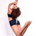 El pole fitness utiliza el tubo para hacer acondicionamiento físico y acrobacia.