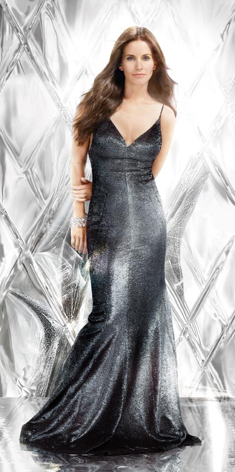 Nuevo perfume de Avon, perfume realizado por Monique Remy, figura que lo representará es Courtney Cox, esencias naturales de la bergamota italiana.