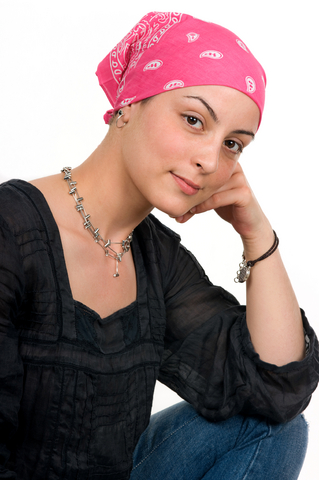"""terapias biológicas contra el cáncer de mama, surgimiento de vasos sanguíneos, término de """"angiogénesis"""", metástasis, sustancia Bevacizumab, desarrollada por Roche."""