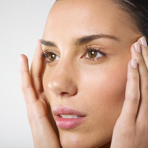 Paño o melasma, factores genéticos, hormonales, uso de anticonceptivos, padecimiento crónico, problemas de la tiroides, tratamiento, retina, manchas en la piel.