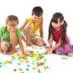 juego sirve para aprender, desarrollo psicológico, diversión, recreación, imaginación, comunicación, apredizaje, educación, resonsabilidad de maestros, responsabilidad de padres, sensaciones, respetar reglas, aprender a convivir.