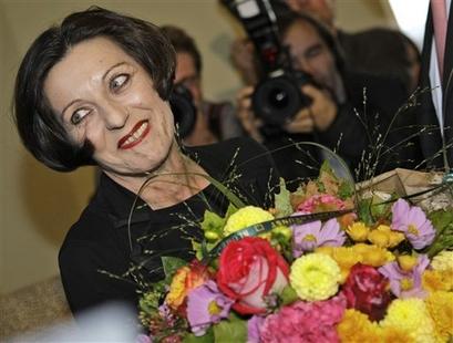 Herta Mueller, premio nobel de literatura 2009, escritora, en tierras bajas, la piel del zorro, la bestia del corazón, el columpio del aliento.
