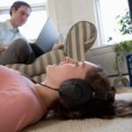 dispositivo MP3, causa sordera, prevención, reproductores portatiles, riesgos, salud auditiva, 85 decibeles.