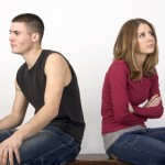 pareja joven enojada