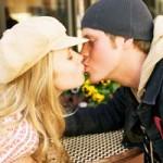 Beso apretado, significado de los besos, diferentes besos, Beso sexual, Beso de piquito, Beso francés o de lengua, Beso en la boca, Besos afectivos, Beso en una mejilla o en ambas, Beso en la mano, Beso en la frente,