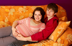 Madres adolescentes corren riesgos de salud.