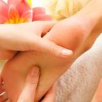 reflexología, masaje en los pies, curanderos Asiáticos, masaje de pie, estimular la circulación, presión sobre zonas especificas,