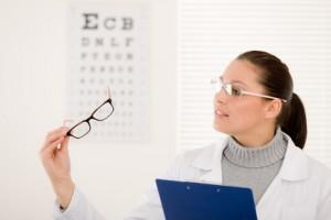 miopía, hipermetropía, astigmatismo, prevenir padecimientos, factores hereditarios, problemas de visión, prescripción de anteojos,