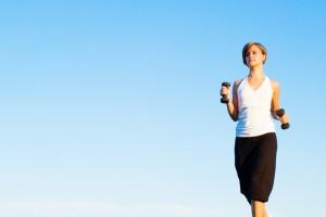 La caminata es de lo mejor para gozar de buenos huesos. Lo ideal es hacerla con un peso extra, polainas, por ejemplo.