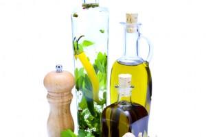Reserva en un frasco con aceite las hierbas frescas que no utilices, lograrás que adquiera aroma.