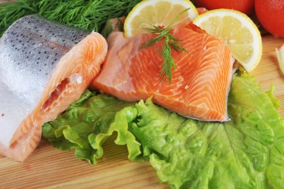 Lo que estos pescados tienen en común, además de una elevada concentración  de proteínas, es  un ácido graso muy especial. Se trata del Omega 3 DHA, el cual contiene múltiples beneficios para nuestra salud.
