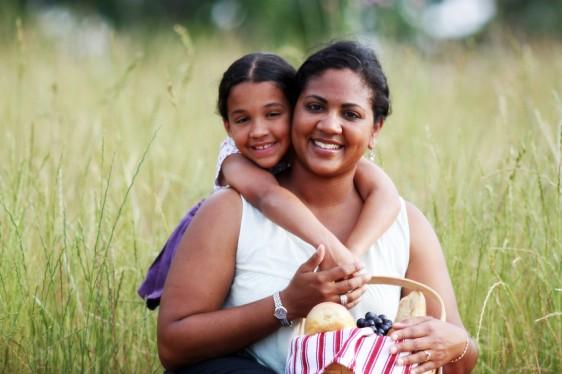 Las niñas y las mujeres son la población más afectada por la falta de recursos para medicamentos contra la enfermedad