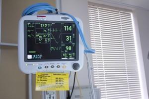 El dispositivo usa el sistema de comunicaciones de la red de telefonía móvil para enlazarse con sistemas computarizados, teléfonos inteligentes y computadoras, para vigilar y dar seguimiento al desempeño del corazón de los pacientes que los portan.