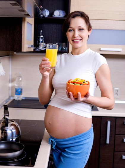 Una dieta balanceada es aquella que contiene una amplia variedad de alimentos ricos en nutrientes y una cantidad limitada de grasas saturadas, grasas trans, colesterol, azúcar, sal y alcohol.