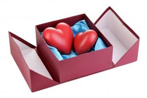 Corazones en caja de regalo