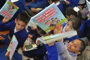 """El libro """"Niños y Niñas por un México sin Obesidad"""",  será distribuido a los estudiantes de quinto y sexto año de primaria de todo el país, tiene el objetivo de trasmitir información sobre buenos hábitos alimenticios. FOTO: SSA, EDUARDO MORALES."""