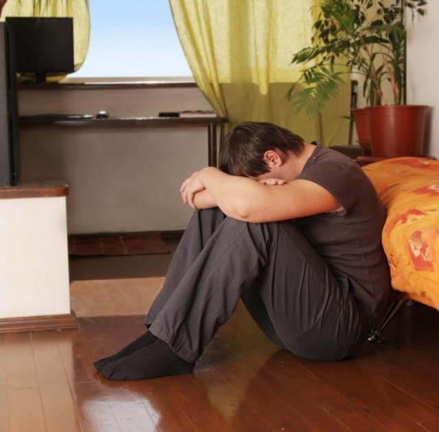 Quien padece alexitimia tiene problemas para identificar y describir sus sentimientos; además, no pueden distinguir las sensaciones corporales o estados físicos que conllevan.