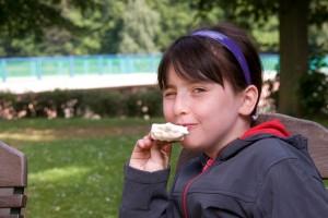 La falta de autorregulación de publicidad de alimentos y bebidas sigue provocando daños a la salud de la infancia, señalan miembros de la Alianza por la Salud Alimentaria. Foto: Depositphotos.