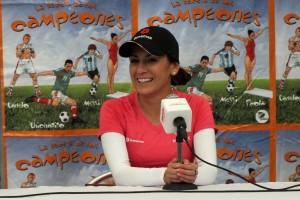 """La multimedallista olímpica, Paola Espinosa, reconocida por ser ejemplo de constancia, esfuerzo y dedicación, presentó el libro """"La Receta de los Campeones"""" en KidZania Cuicuilco."""