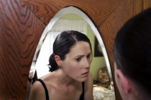 Uno de los temores frecuentes en la adolescencia es padecer acné. Especialistas señalan que 8 de cada 10 personas lo presentan, sin  embargo, los tratamientos  actuales ofrecen resultados efectivos que ayudan a disminuir este padecimiento de la piel. Foto: Depositphotos.
