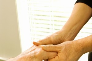 Estudio plantean que las actividades diarias, como comer, vestirse y caminar, se ven afectadas temprano en la evolución de la enfermedad y que la mayoría de los pacientes con artritis reumatoide sufren problemas de discapacidad funcional.