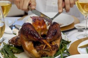 Aunque no existen alimentos prohibidos en la mesa de la persona con diabetes, las comidas que tradicionalmente se sirven en las fiestas de diciembre tienen más calorías y grasas que las comidas habituales. Imagen:  Depositphotos.