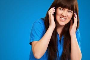 Estar expuestos a ruidos tan elevados tiene como consecuencia dolores de cabeza que dañan la salud física y emocional de conductores, pasajeros y transeúntes.