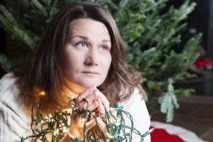 Cada época del año provoca distintas emociones y, así como algunas nos generan sentimientos de felicidad, otras pueden provocar  tristeza o depresión como en la navidad.