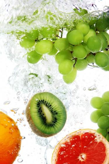 La uva está compuesta de un 70 a 80 por ciento de agua y entre un 20 y un 30 por ciento de azúcares, particularmente glucosa y fructosa.