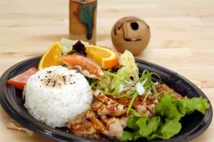 Esta receta puede ser parte de tus propósitos de año nuevo: comer bien, saludable y sin subir de peso. Verdura Teriyaki y papas. Crédito:  Depositphotos.