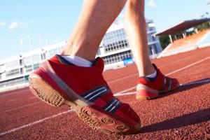 Deportista corriendo un maratón.