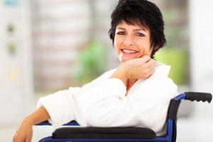 Existe hoy en día una opción farmacológica para evitar el avance de esta enfermedad, y se trata de un tratamiento mediante el cual se logran retardar los síntomas y los daños causados por la esclerosis múltiple.