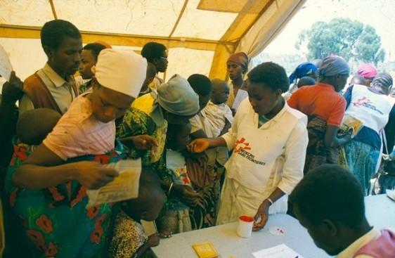 Es una exposición que recorre las crisis humanitarias en donde está destacada la organización internacional, y es un evento en el que participa con el objetivo de dar testimonio sobre cómo a través de sus acciones alivia el sufrimiento de miles de personas a través de la acción médica y humanitaria.