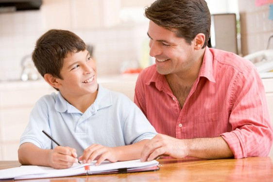 Cuando el padre está cerca de sus hijos, los niños tienen mayor integridad e identidad.