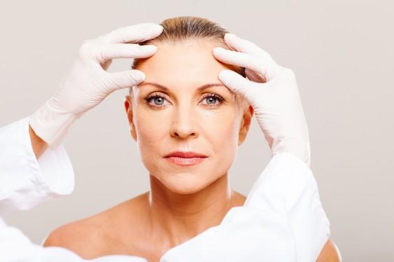 Con el paso del tiempo, la piel se vuelve más seca, sensible y pierde vigor