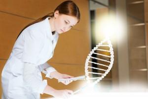 Mujer haciendo investigación
