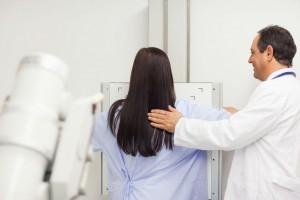 Sen. Eruviel Ávila pide eximir cobro de cuotas para la realización de estudios que permitan la detección de cáncer de mama y de cáncer cervicouterino. Presenta iniciativa para reformar la Ley General de Salud.