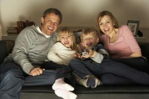 Los padres deben tomar conciencia de que hay contenidos de televisión que pueden ser inadecuados para los niños y elegir los más idóneos para cada edad.