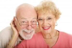 Oareja de adultos mayores con lentes