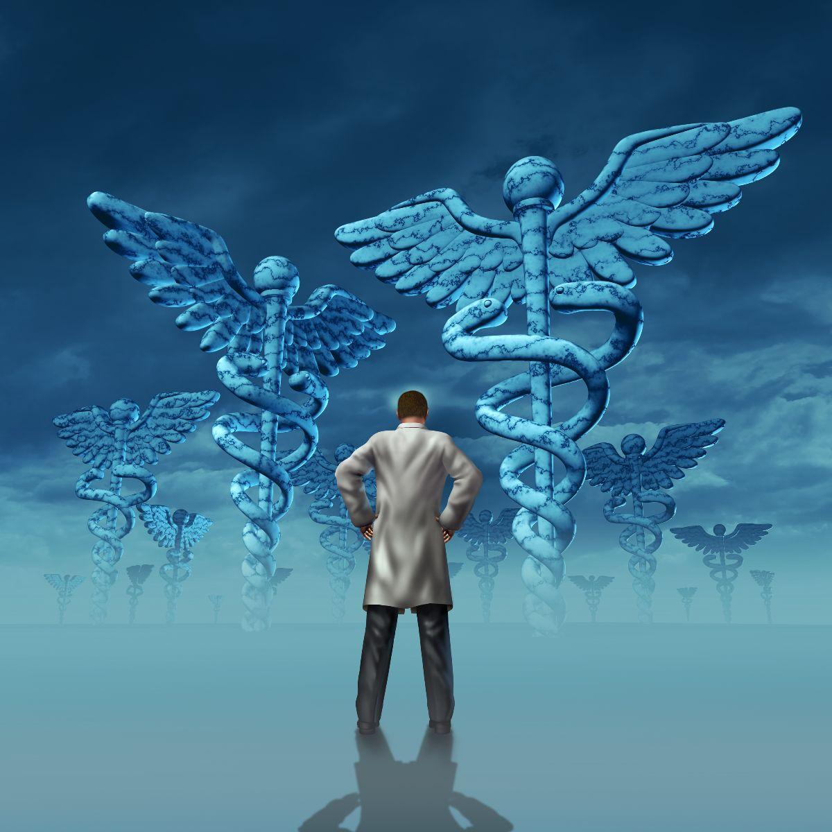medico observando iconos de medician