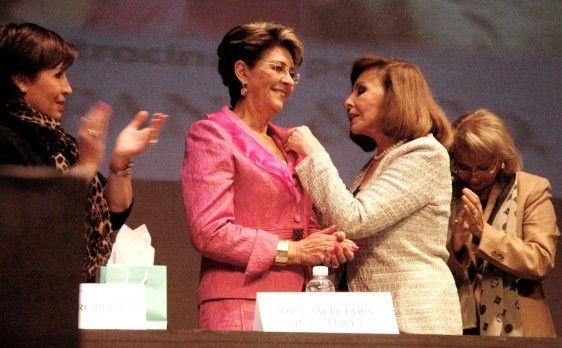"""Mercedes Juan, recibió el Premio """"La Mujer del Año 2013"""""""