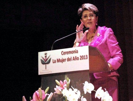 La doctora Mercedes Juan en podium