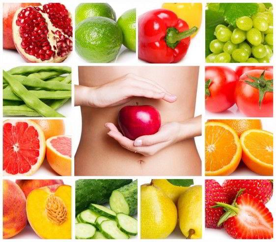 Collage de frutas uva, naranja, fresa, durazno, pera recuadro central mujer con manzana